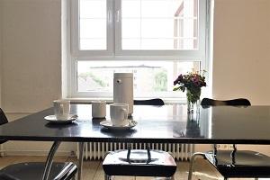 Konferenzraum mit Fenster, Foto Matthias_Boetz, 300x200